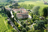 Relais San Maurizio in Santo Stefano Belbo surrounded by the vineyards of Asti